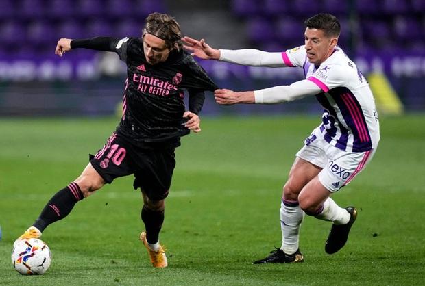 Người hùng ghi bàn duy nhất giúp Real Madrid vất vả thắng đội áp chót, thu hẹp khoảng cách với Atletico trong cuộc đua vô địch - Ảnh 6.