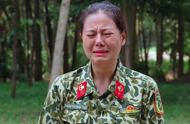 Nam Thư, Khánh Vân bật khóc khi chứng kiến màn biểu diễn khí công nguy hiểm tại Sao Nhập Ngũ - Ảnh 9.
