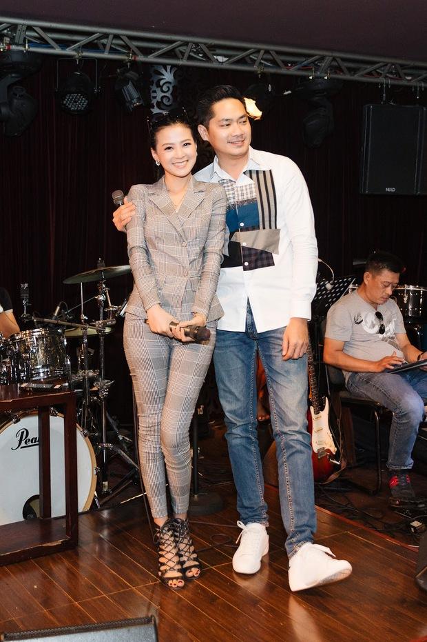 Minh Luân bất ngờ công khai bạn gái, Quyền Linh - Hồng Vân và cả dàn sao Vbiz đều ồ ạt chúc mừng - Ảnh 6.