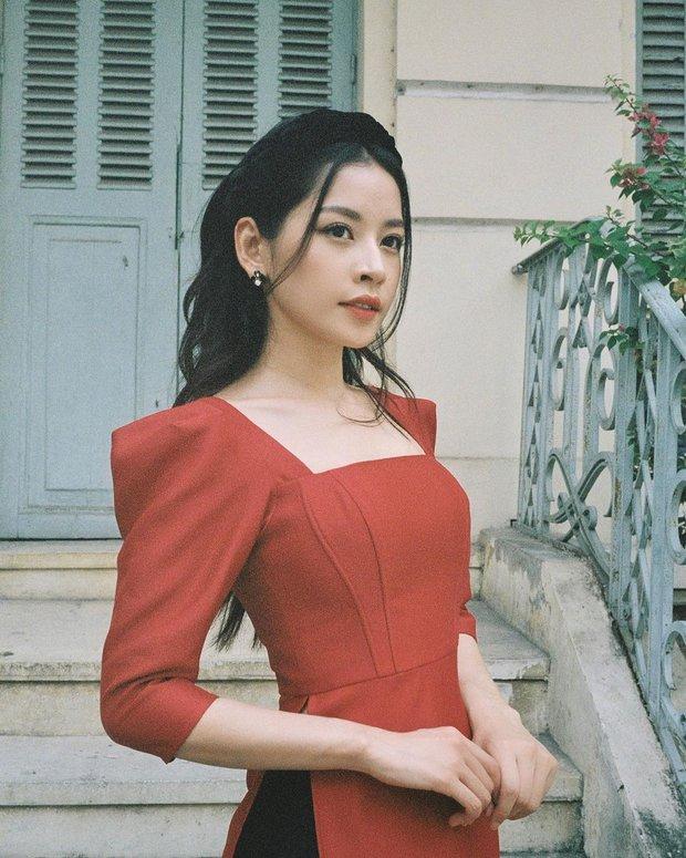 Cùng đụng hàng 1 mẫu áo dài : Chi Pu, Linh Ka thêm bờm sang chảnh, Phí Phương Anh búi tóc kiêu kì - Ảnh 1.