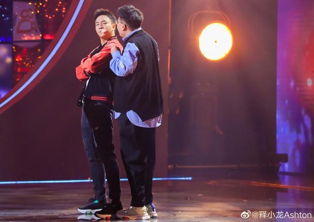 Cặp siêu quậy Thiếu Lâm Tiểu Tử bất ngờ tái hợp sau 27 năm, còn hôn nhau thắm thiết làm fan suýt đẩy thuyền - Ảnh 5.