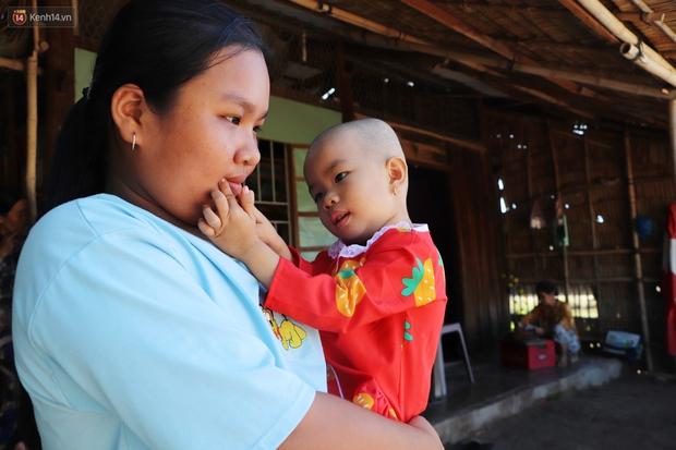 Chồng mất, con gái 3 tuổi mắc ung thư, người phụ nữ ngã quỵ khi chạy khắp xóm không mượn đủ 1 triệu đưa con nhập viện - Ảnh 14.