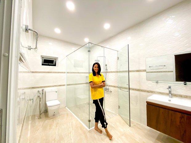 Sao Việt xây nhà báo hiếu bố mẹ: Biệt thự nhà Quốc Trường 25 tỷ, Thuỷ Tiên mua nhà cho mẹ khi còn ở thuê - Ảnh 6.