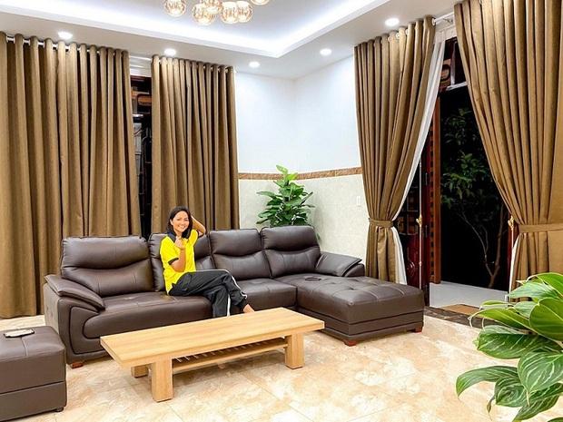 Sao Việt xây nhà báo hiếu bố mẹ: Biệt thự nhà Quốc Trường 25 tỷ, Thuỷ Tiên mua nhà cho mẹ khi còn ở thuê - Ảnh 3.