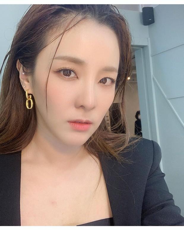 Dàn siêu sao xứ Hàn đổ bộ sự kiện đặc biệt: Jennie - Hwasa so kè độ sexy, Dara và Tiffany thi nhau lộ chân nhìn mà sởn gai ốc - Ảnh 20.