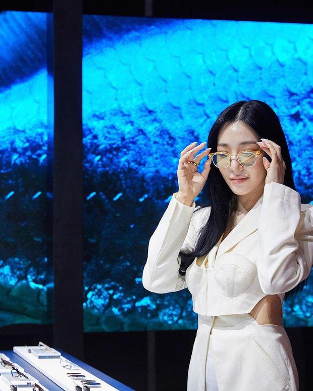 Dàn siêu sao xứ Hàn đổ bộ sự kiện đặc biệt: Jennie - Hwasa so kè độ sexy, Dara và Tiffany thi nhau lộ chân nhìn mà sởn gai ốc - Ảnh 15.