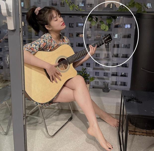 """Chỉ với 1 bức ảnh do chính chủ tự đăng, netizen soi được """"hint"""" Hoàng Thuỳ Linh - Gil Lê ở chung nhà và còn làm điều đặc biệt cho nhau? - Ảnh 2."""