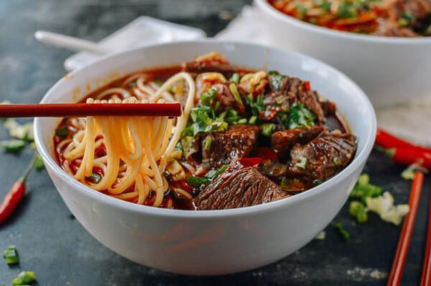 4 thực phẩm được chuyên gia đánh giá là sát thủ dễ gây ung thư ruột, hầu hết đều là món người Việt ăn mỗi ngày - Ảnh 3.