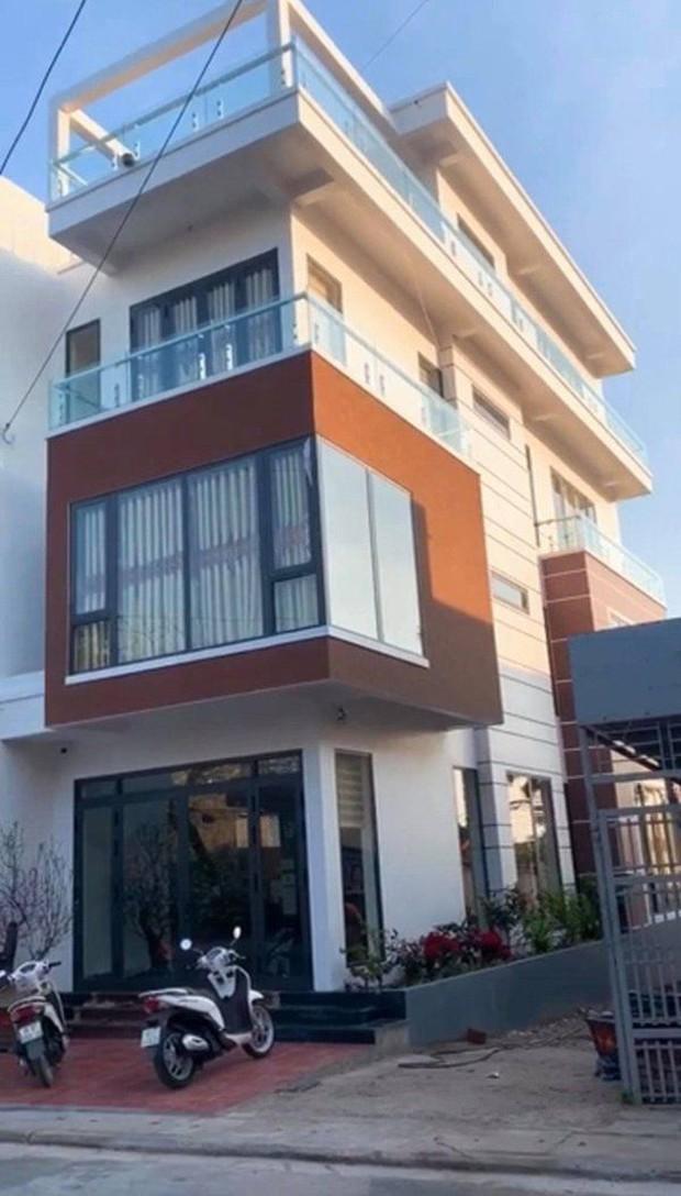 Sao Việt xây nhà báo hiếu bố mẹ: Biệt thự nhà Quốc Trường 25 tỷ, Thuỷ Tiên mua nhà cho mẹ khi còn ở thuê - Ảnh 1.