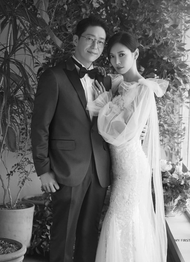 Couple hot nhất Penthouse tung ảnh cưới: Không phải màn khóa môi, body tuyệt mỹ của ác nữ Kim So Yeon mới là tâm điểm - Ảnh 6.