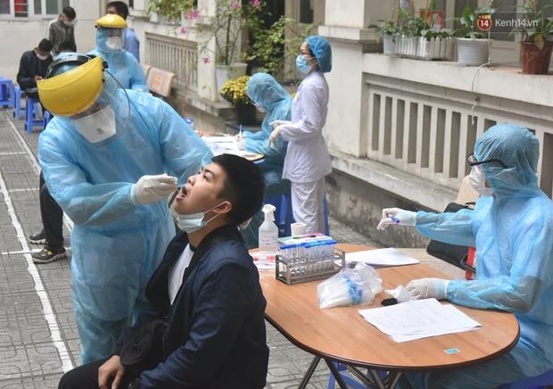 Ảnh, clip: Trước ngày nhập ngũ, Hà Nội xét nghiệm SARS-CoV-2 cho hơn 4500 tân binh - Ảnh 14.