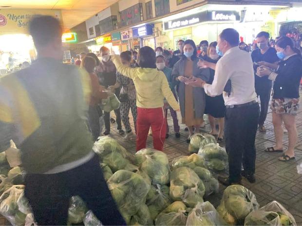 Ấm lòng giữa mùa dịch: MC Đại Nghĩa giải cứu 20 tấn nông sản trong 1 tiếng, xúc động vì hành động đẹp của người dân - Ảnh 3.