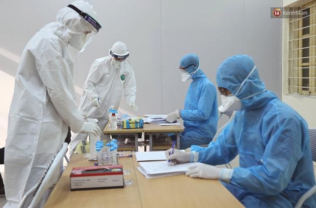 Ảnh, clip: Trước ngày nhập ngũ, Hà Nội xét nghiệm SARS-CoV-2 cho hơn 4500 tân binh - Ảnh 9.