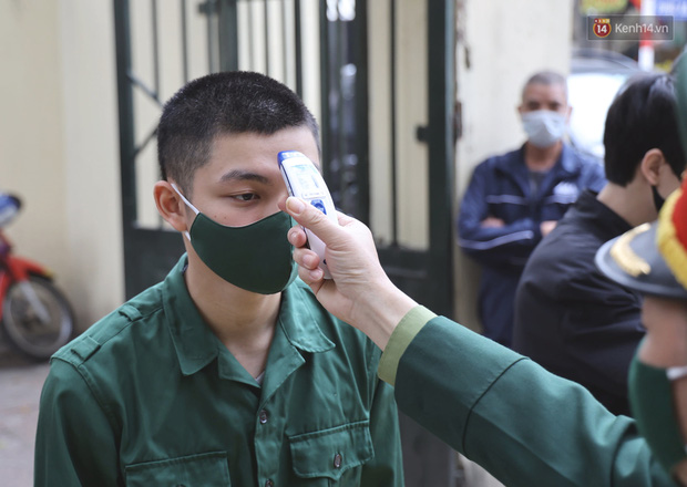 Ảnh, clip: Trước ngày nhập ngũ, Hà Nội xét nghiệm SARS-CoV-2 cho hơn 4500 tân binh - Ảnh 4.
