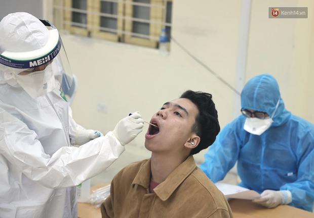 Ảnh, clip: Trước ngày nhập ngũ, Hà Nội xét nghiệm SARS-CoV-2 cho hơn 4500 tân binh - Ảnh 8.