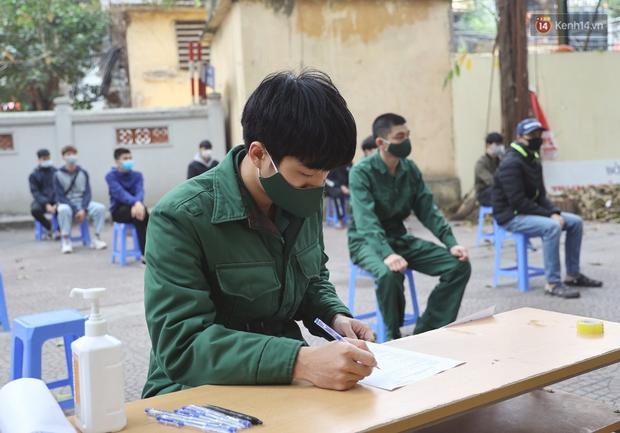 Ảnh, clip: Trước ngày nhập ngũ, Hà Nội xét nghiệm SARS-CoV-2 cho hơn 4500 tân binh - Ảnh 2.