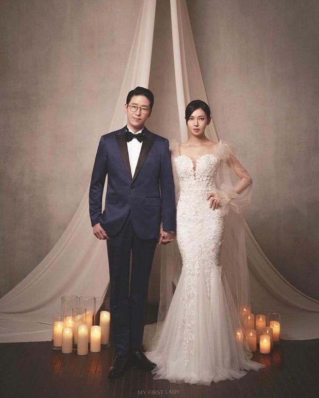 Couple hot nhất Penthouse tung ảnh cưới: Không phải màn khóa môi, body tuyệt mỹ của ác nữ Kim So Yeon mới là tâm điểm - Ảnh 5.