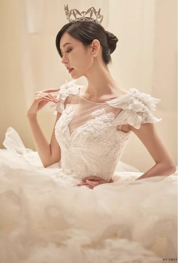 Couple hot nhất Penthouse tung ảnh cưới: Không phải màn khóa môi, body tuyệt mỹ của ác nữ Kim So Yeon mới là tâm điểm - Ảnh 10.