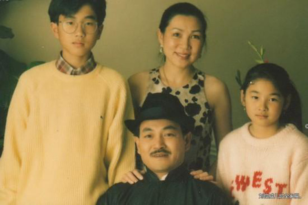 Lưu Khải Uy: Xuống dốc không phanh vì cắm sừng Dương Mịch, hình ảnh người cha tốt lấp liếm quan hệ gia đình phức tạp - Ảnh 3.