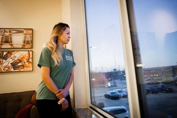 Người phụ nữ gốc Việt mất cả mẹ đẻ và 3 con trong đám cháy ở Texas kể lại về đêm định mệnh kinh hoàng, tiết lộ chi tiết lạ như số phận đùa giỡn - Ảnh 1.