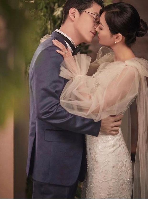 Couple hot nhất Penthouse tung ảnh cưới: Không phải màn khóa môi, body tuyệt mỹ của ác nữ Kim So Yeon mới là tâm điểm - Ảnh 2.