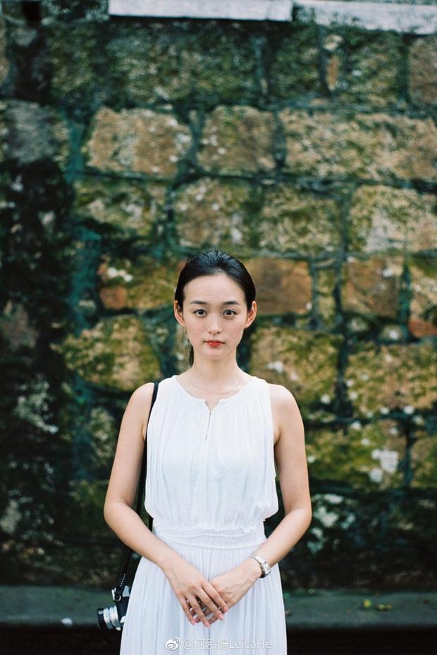 Tiểu Triệu Lệ Dĩnh bị tung ảnh hẹn hò ngay đầu năm mới: Nắm tay nhau vào khách sạn, nam chính gây bão vì quá đẹp trai - Ảnh 11.