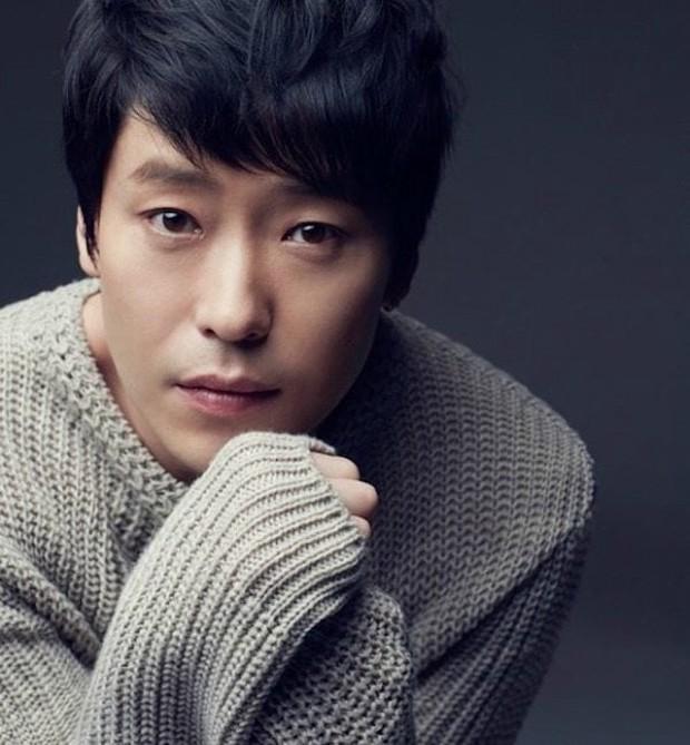 Ảnh thời thơ ngây của ác ma Ju Dan Tae (Penthouse 2) được đào lại, netizen ngất lịm: Đẹp tới độ ghét không nổi á! - Ảnh 7.