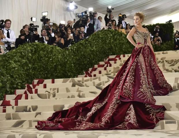 Góc khuất đại tiệc hào nhoáng nhất thế giới Met Gala: Cấm cửa vì thù riêng, chồng tiền để có vé và thủ đoạn kiếm trăm tỷ - Ảnh 3.