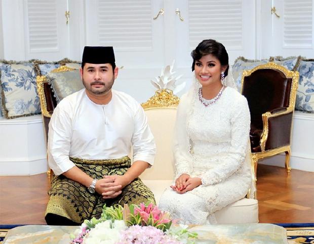 Thái tử phi vạn người mê của Malaysia: Nhan sắc khiến ai cũng xao xuyến cùng câu chuyện cổ tích yêu em từ cái nhìn đầu tiên - Ảnh 3.