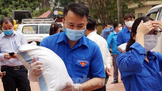 TP. Hải Phòng tiếp tế gần 8 tấn gạo, thịt cho người dân khu phong tỏa - Ảnh 3.
