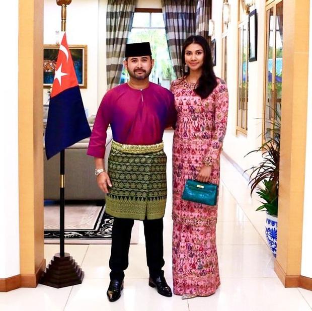 Thái tử phi vạn người mê của Malaysia: Nhan sắc khiến ai cũng xao xuyến cùng câu chuyện cổ tích yêu em từ cái nhìn đầu tiên - Ảnh 6.