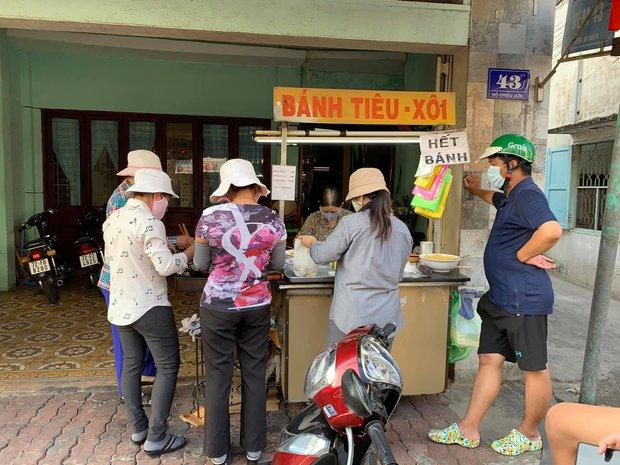 """Quán bánh tiêu """"chảnh"""" nhất Việt Nam: Vừa dọn ra đã treo biển hết hàng, khách đồn mua được là do… nhân phẩm - Ảnh 1."""