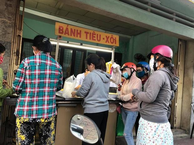 """Quán bánh tiêu """"chảnh"""" nhất Việt Nam: Vừa dọn ra đã treo biển hết hàng, khách đồn mua được là do… nhân phẩm - Ảnh 2."""