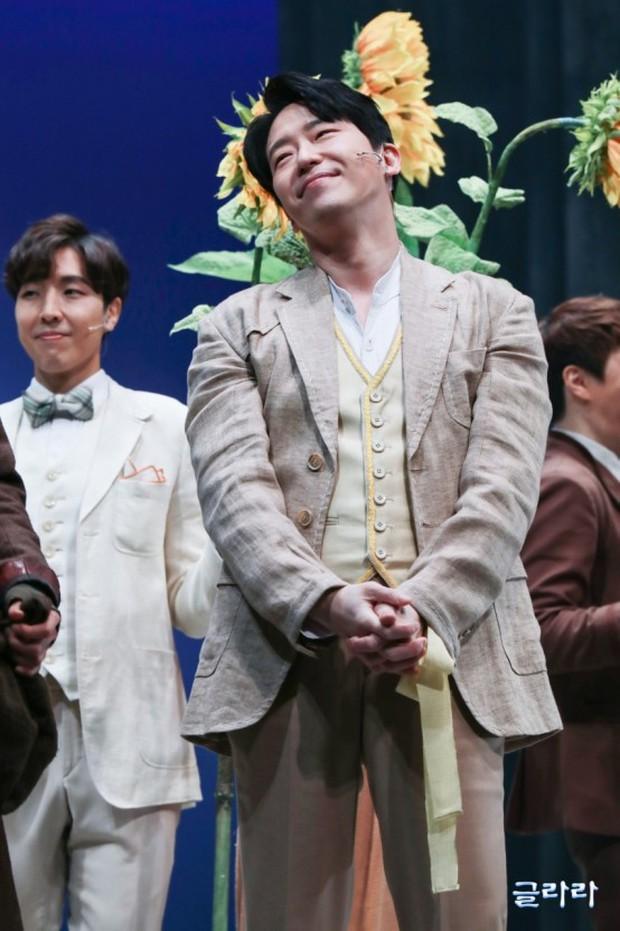 Dượng Ju Dan Tae của Penthouse 2: từng dính tin đồn yêu đồng tính thành viên Super Junior, 45 tuổi vẫn độc thân vì cuồng nhan sắc Song Hye Kyo? - Ảnh 3.