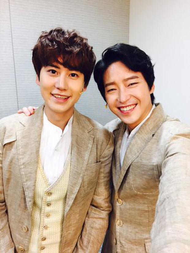 Dượng Ju Dan Tae của Penthouse 2: từng dính tin đồn yêu đồng tính thành viên Super Junior, 45 tuổi vẫn độc thân vì cuồng nhan sắc Song Hye Kyo? - Ảnh 10.