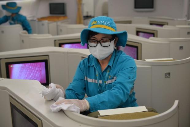 Vietnam Airlines đảm bảo các tiêu chuẩn an toàn dịch bệnh cao nhất - Ảnh 2.