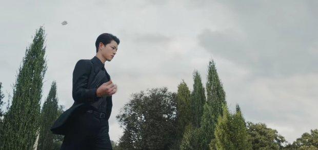 Vincenzo: Tưởng hành động giật gân ai ngờ hài muốn xỉu, Song Joong Ki mặt baby vẫn cân đẹp vai xã hội đen cực ngầu - Ảnh 3.