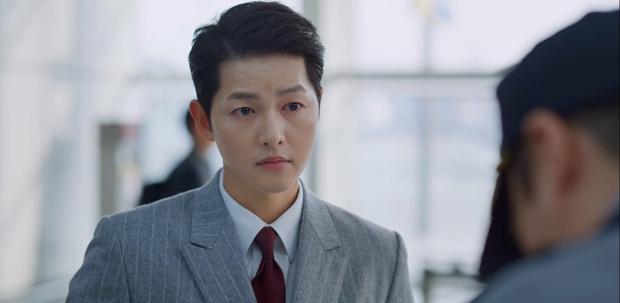 Vincenzo: Tưởng hành động giật gân ai ngờ hài muốn xỉu, Song Joong Ki mặt baby vẫn cân đẹp vai xã hội đen cực ngầu - Ảnh 13.