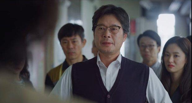 Vincenzo: Tưởng hành động giật gân ai ngờ hài muốn xỉu, Song Joong Ki mặt baby vẫn cân đẹp vai xã hội đen cực ngầu - Ảnh 7.