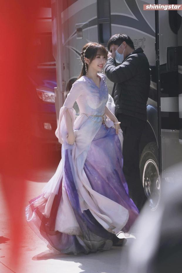 Ngu Thư Hân trốn thần tượng Lisa, lột xác xinh như tiểu tiên nữ bên cạnh mỹ nam Vườn Sao Băng ở phim mới - Ảnh 2.