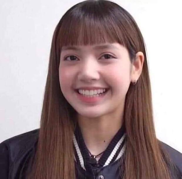 Tóc mái của Lisa bay thẳng lên No.1 BXH Thái Lan nhờ đoạn nhạc remix cực đáng yêu, chính chủ mà biết chắc sốc lắm đây! - Ảnh 1.