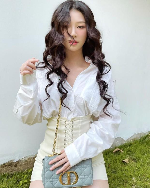 Instagram look sao Việt: Minh Hằng xinh ngút ngàn với váy local brand, Tóc Tiên lên đồ sành điệu - Ảnh 8.