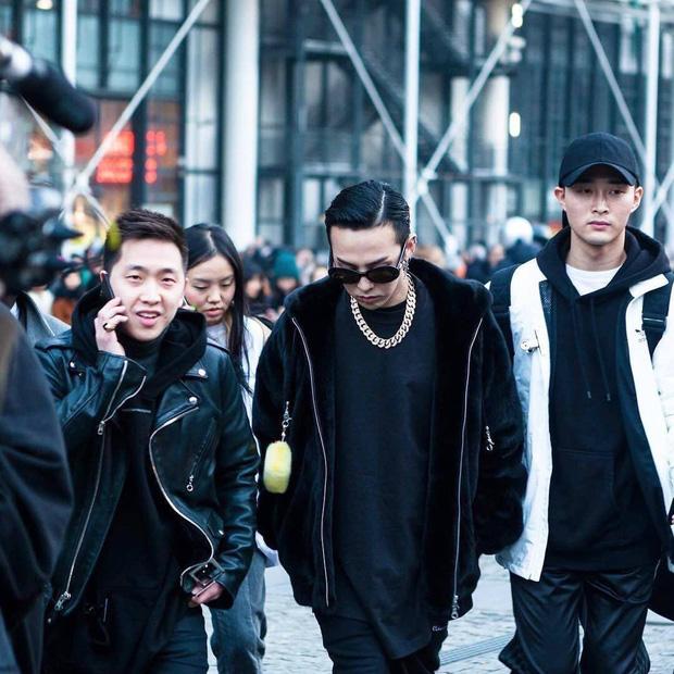 Tìm danh tính quản lý giúp G-Dragon đưa đón Jennie đi hẹn hò: Người nổi tiếng như idol, người bị nhầm thành Sơn Tùng? - Ảnh 3.
