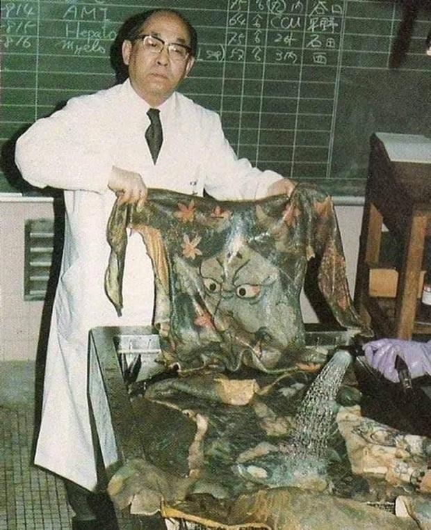 Bác sĩ Nhật tài trợ tiền xăm mình cho người nghèo rồi làm một việc kinh dị sau khi họ chết để tạo nên bộ sưu tập độc nhất vô nhị - Ảnh 2.
