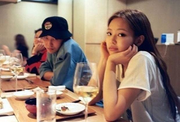 1001 hint hẹn hò của Jennie - G-Dragon: Chàng là động lực giúp nàng debut, nàng tung ảnh đồ đôi, chi tiết trùng hợp đáng ngờ - Ảnh 12.