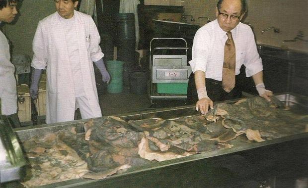 Bác sĩ Nhật tài trợ tiền xăm mình cho người nghèo rồi làm một việc kinh dị sau khi họ chết để tạo nên bộ sưu tập độc nhất vô nhị - Ảnh 4.