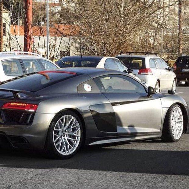 Phát hiện nam thần hot nhất nhì Kpop lái Audi 4 tỷ chỉ để đi mua... trà sữa: Đúng là không có gì ngoài tiền! - Ảnh 3.