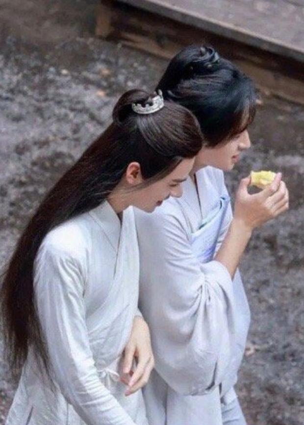 Cung Tuấn ngày ngày ship đồ ăn tận miệng Trương Triết Hạn, fan chỉ luôn câu tỏ tình tiếng Anh cực ngọt để tác hợp đôi Thiên Nhai Khách - Ảnh 7.
