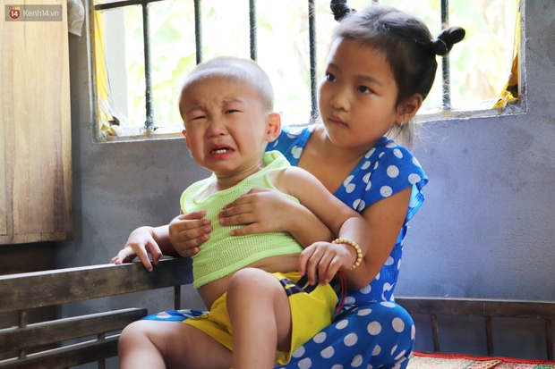 Chồng bỏ, người mẹ trẻ ôm 2 con khờ cầu cứu: Em chỉ ước con mình được chữa bệnh - Ảnh 12.