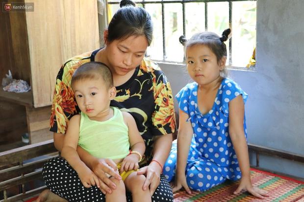 Chồng bỏ, người mẹ trẻ ôm 2 con khờ cầu cứu: Em chỉ ước con mình được chữa bệnh - Ảnh 9.